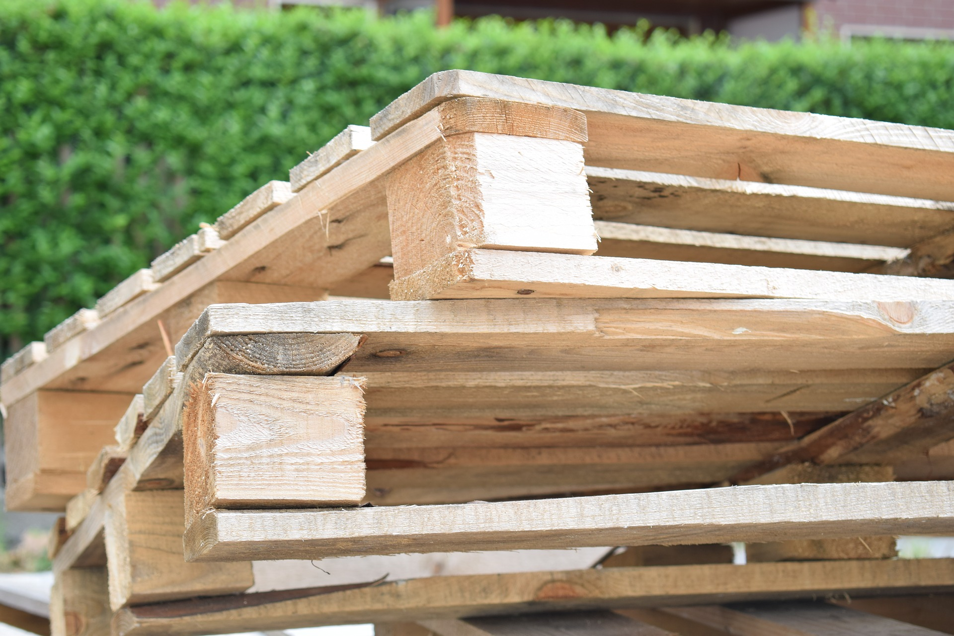 To pallet or not to pallet